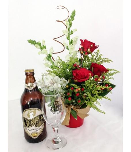 Vaso de Rosas com Cerveja e Taça